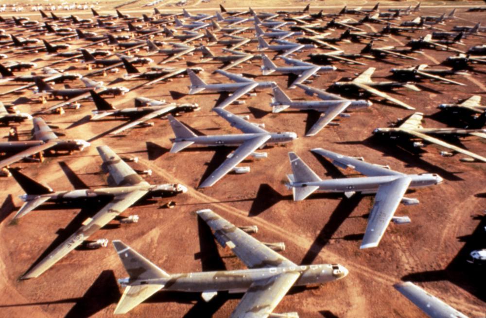 BARAKA, bomber planes in Tuscon Arizona, 1992, (c)Samuel Goldwyn Films